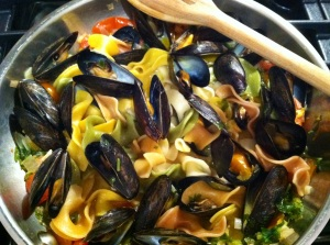 mussels with tri clcor pasta