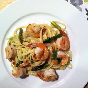 Shrimp Scampi with Asparagus over Linguine