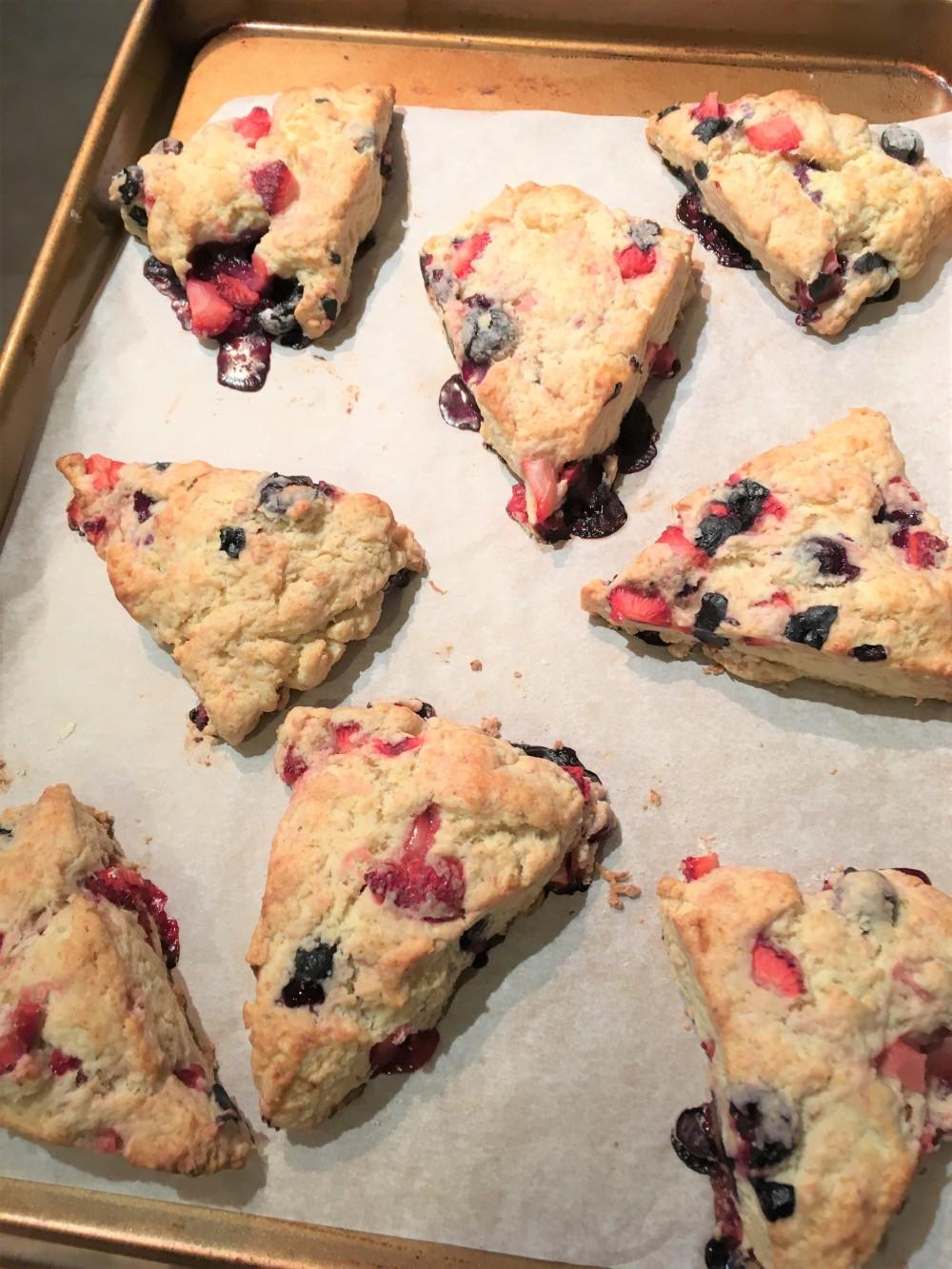 strawberry blueberry scone8